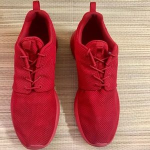 Men's NIKE ROSCHE RUN Triple Red
